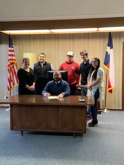 Brownfield Mayor Signs Proclamation, Shattered Dreams Project Next Week